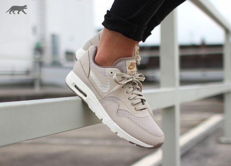 ↢ pinterest: a mysterious llama ↣  Nike Wmns Air Max 1 Ultra Essentials (String / String - Iron - Metallic Gold)