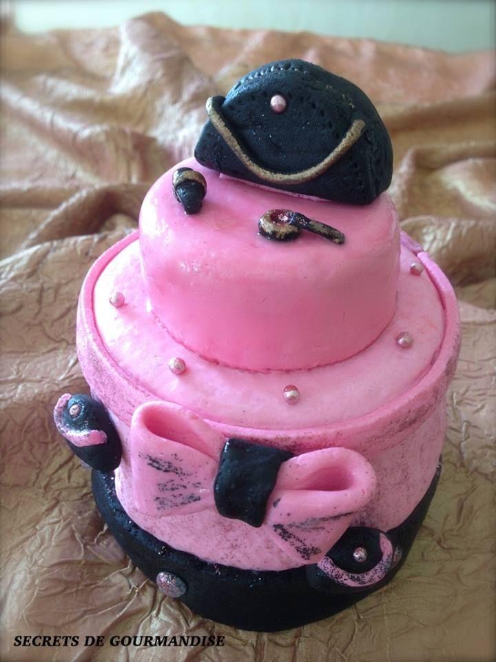 Layer cake en pâte à sucre/ Secrets de gourmandise