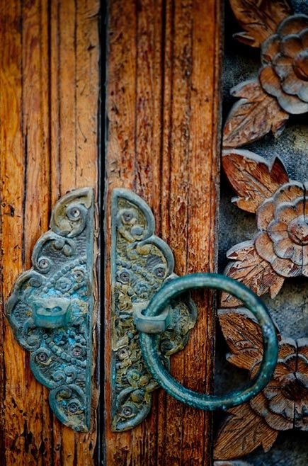 Blue Patina on Door Handle | Metal Effects Inspiration | Modern Masters Blog Cafe
