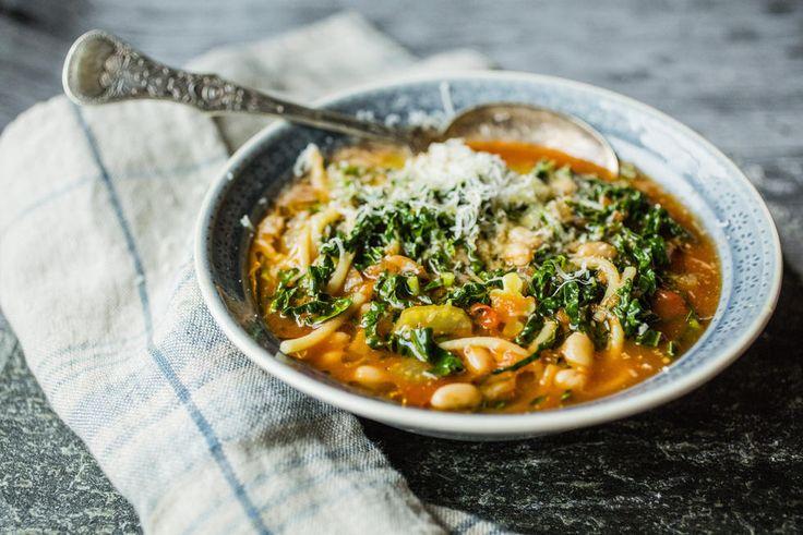 Fyldig tomatsuppe a la «Minestrone»