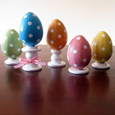 If there is one thing I like as much as monograms it's POLKA DOTS!!! Polka Dot Eggs