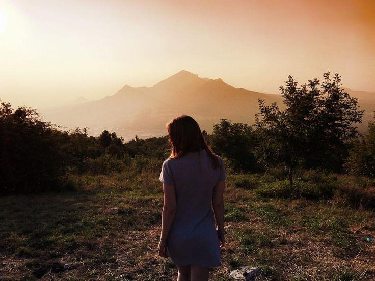 Доброго всем вечера! Вот и закончились выходные, - завтра новая неделя. Так пусть же стремление к высокому и красивому сопровождают нас всю неделю и даже всю жизнь, пусть мотивируют нас на лучшее, ни смотря на тернии и трудности пути, на пути к прекрасному Будущему  ( Спасибо за четкий кадр Vyacheslav Bender / insta: sch_apollyon )  / #горы #смысл #размышление #стих #путь #трудно #мотивация #цель #труд #задача #стремление #победа #трудности #in_pyatigorsk #Pyatigorsk #Константиновская…