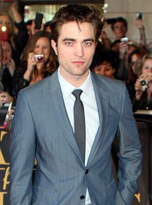 Google Image Result for http://upload.wikimedia.org/wikipedia/commons/thumb/b/b2/Robert_Pattinson_2011.jpg/220px-Robert_Pattinson_2011.jpg