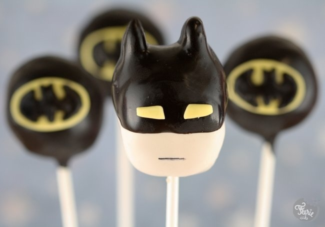 Batman cake pops! (for best friend's birthday!)