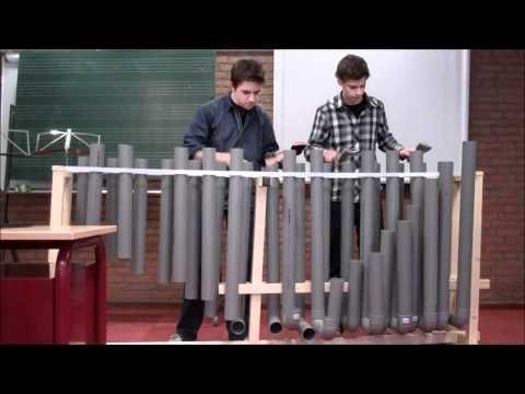 PVC instrument gemaakt door Max Damen en Bram Vrancken. In dit fragment wordt door hen zelf 'He's a pirate' gespeeld.