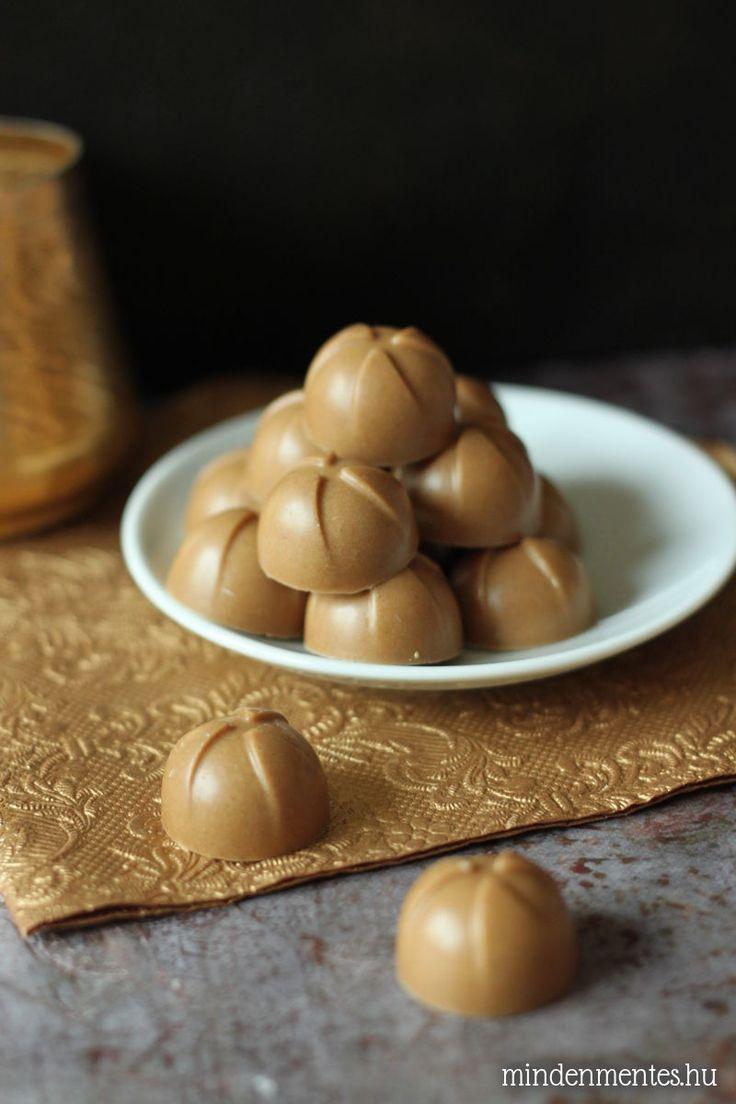 Cukormentes karamella bonbonok lucuma porral: mindössze két hozzávalóval - kényeztet és még egészséges is.