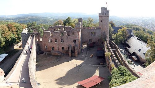 Auerbach Castle is one of several dramatic castles along the Bergstrasse in southern Hesse. It was built by Count Diether IV of the Katzenelnbogen dynasty in the second quarter of the 13th century and sits on a hill known as Urberg, below Melibokus mountain and above the town of Bensheim-Auerbach.…