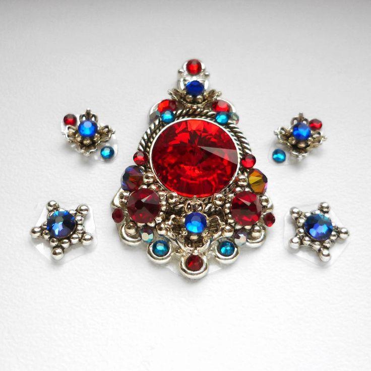 Bindi from 2016 :) Bindi A handful of berries🍇🍒🍇 #bindi #bindis #jewerly #swarovski #red #bright #preciosa #handmade #crystal #tribal #ats #bellydance #tribal_bellydance #americantribalstyle #siam #tribalfusion #tribalbellydance #vitebsk #belarus #swarovskicrystal #dmc #shine #sparkle #rivoli #blue #vulcano #berry #berries #handful #star
