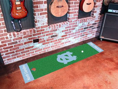 Bring your putting practice indoors with the The North Carolina Tar Heels Putting Green Mat