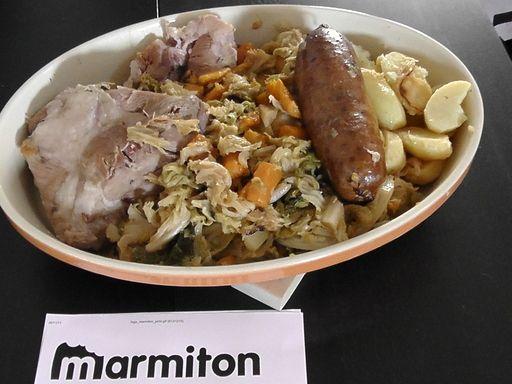 La Potée auvergnate :  palette, jambonneau, pomme de terre, bouquet garni, oignon, saucisse de Morteau, girofle, petit salé, chou, navet, canard, carotte, poivre en grain