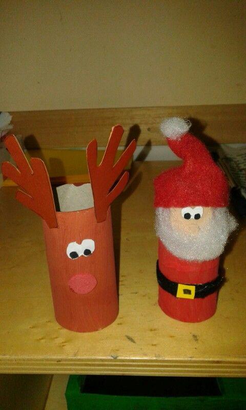 Decorazioni natalizie con i rotoli della cartaigienica