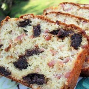 Recette pique-nique : Cake lardons, pruneaux et pignons