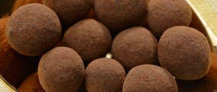 Heute machen wir mal ein bisschen Schleichwerbung. Wobei, wenn es als solche deklariert ist, ist es ja keine mehr … Seit heute ist der Webshop von choco loco online. Das Tor zur Welt der hochwertigen Schokolade. Das Sortiment umfasst Schokoladen der besten Chocolatiers Europas: Domori, Amedei, Beschle Chocolatiers, Felchlin, Pralus, …