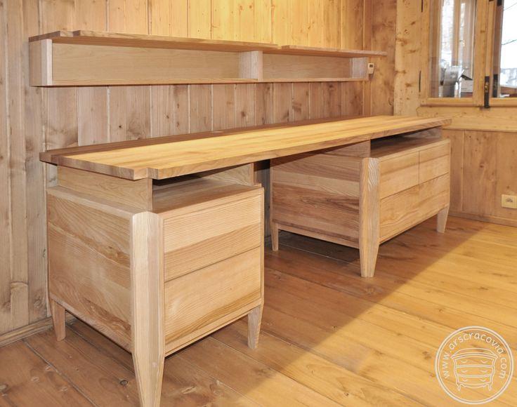 Biurko z szufladami wykonane z litego, kolekcjonowanego, i olejowanego jesionu.