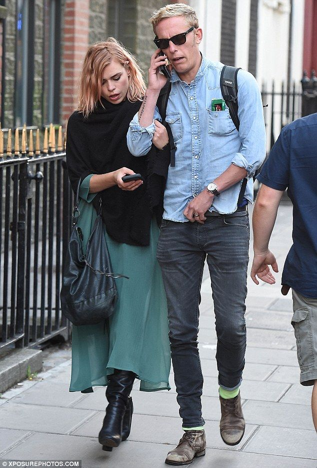 Billie Piper shows off new bubblegum pink locks on date