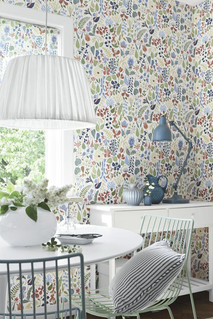 Raumbild Scandinavian Designers 2743 Vlies-Tapete Stig Lindberg Herbarium stilisierte bunte Blumen und Blüten auf Weiß