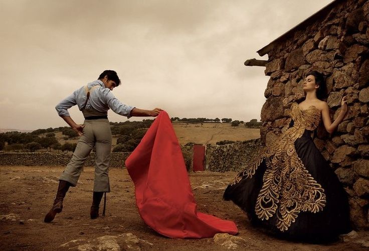 Penélope Cruz and Spanish bullfighter Cayetano Rivera Ordóñez, photographed by Annie Leibovitz for Vogue December 2007.