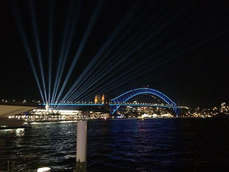 Overseas Passenger Terminal searching the sky next to Sydney Harbour Bridge for Vivid lighting from a ferry - #overseaspassengerterminal #sydneycovepassengerterminal #SydneyHarbourBridhe #Sydney #VividSydney #sydneyharbour #night #lights #GNSVividSydney @vividsydney @globalnightsquad