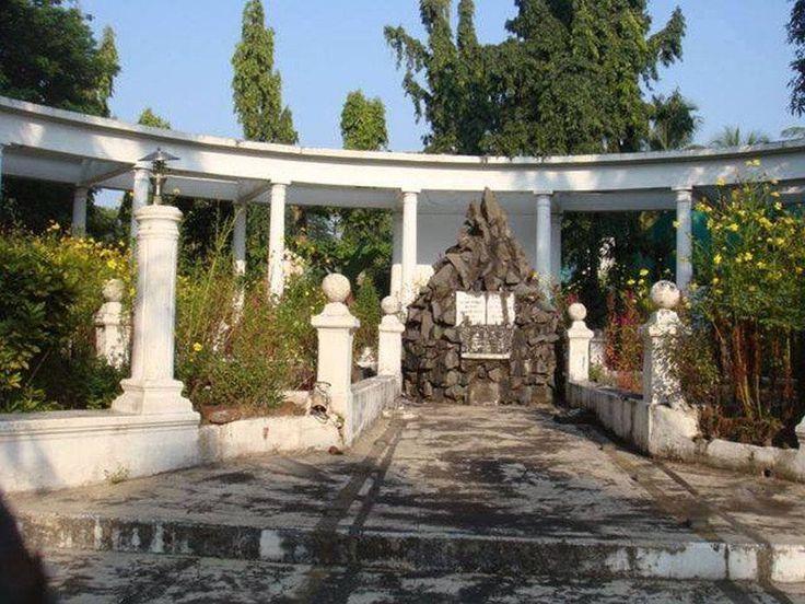 Monumento aos mortos de Silvassá - Dadrá (22Jul1954).