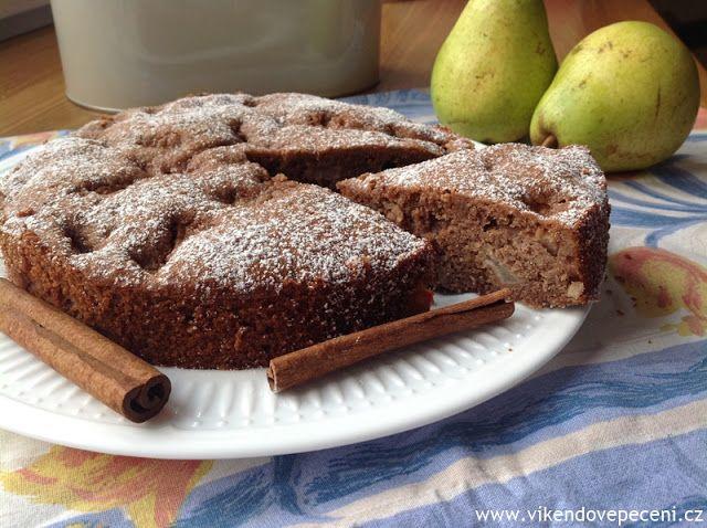 VÍKENDOVÉ PEČENÍ: Kakaový koláč s hruškami