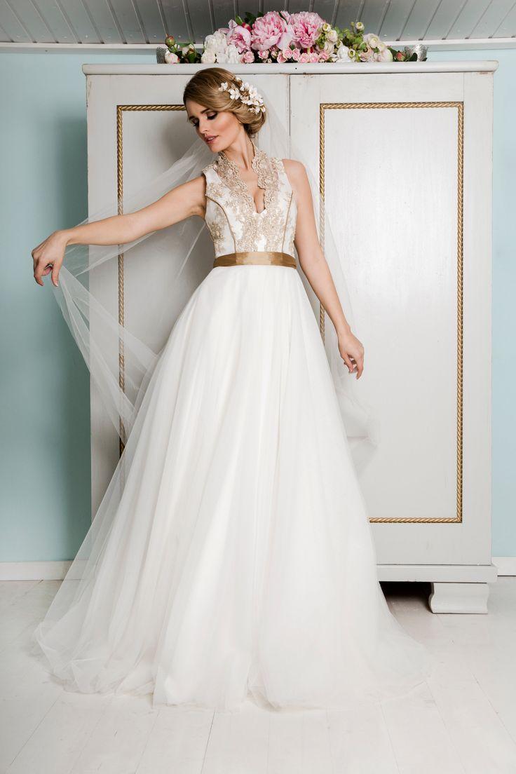 Unser zauberhaftes Brautkleid Charlene. Wunderschön ins Szene gesetzt von Sarah Schmid. Ein handgefertigter Traum für jede Vintage Wedding.