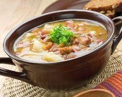 Ragoût de pommes de terre au poulet, haricots blancs et chorizo