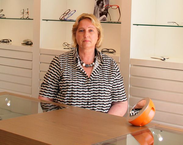 Anneke Verkaik, Eyewear Stylist & #Optometrist from #Dubai sheds light on the importance of style consultation for the optometrist while selling #eyewear to a prospective #customer while interacting with #VisionPlus #AnnekeVerkaik