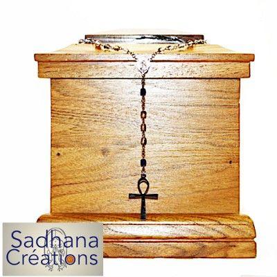 Chapelet catholique et pierres polies