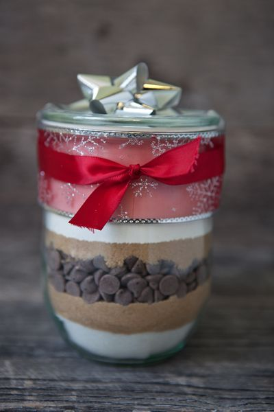 Chocolate Chip Cookie Mix in a Jar: Edible Gifts
