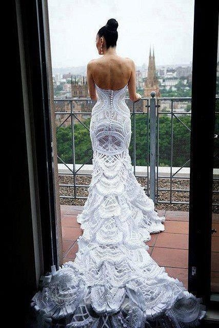 I must confess, when I see wedding pics I cringe, why? Because I just don't like them. But this my friends is the most beautiful wedding dress I have ever seen!