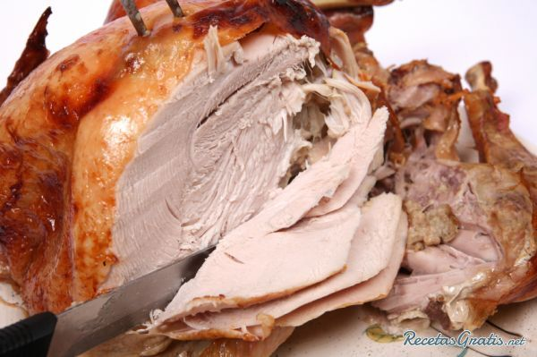 Aprende a preparar pavo relleno navideño con esta rica y fácil receta.  Cuando se acerca la Navidad o el Día de Acción de Gracias el pavo relleno es uno de los plato...