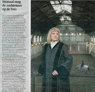 Trouwambtenaar Josina in dagblad Trouw
