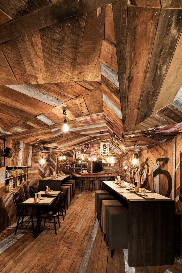 Izakaya Kinoya - Un restaurant à Montréal qui a un décor complètement éclaté - Joli Joli Design