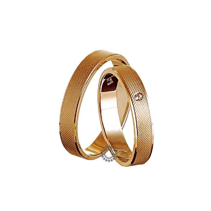Ελληνικές γαμήλιες βέρες μοντέρνες και κλασικές με την υπογραφή του Χρήστου Τσέλου. Γαμήλιες βέρες Τσέλος Ε228ΡΜ4-Ε228ΡΜΠ4. Ελληνικός σχεδιασμός και κατασκευή βερών. Βέρες γάμου σε κλασικό σχήμα και ελαφρώς καμπυλωτή γυαλιστερή επιφάνεια σε Κ14 ή Κ18 χρυσό   Βέρες γάμου & αρραβώνα ΤΣΑΛΔΑΡΗΣ στο Χαλάνδρι #Tselos #βερες #γαμου #wedding #rings