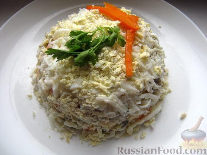Слоеный салат с куриной печенью и грибами.