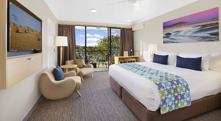 The new refurbished Sails Standard King Room at Rydges Port Macquarie.