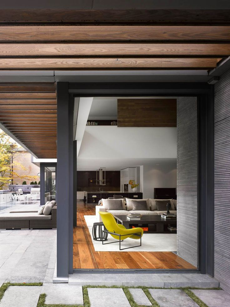 The Toronto Residence designed by Belzberg Architecture received the 2013 Ontario Association of Architects Design Excellence award.