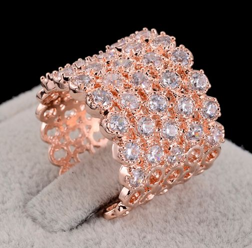 The new brand AAA Zirconia jewelry rose gold shiny zircon pave fashion women rings wholesale.