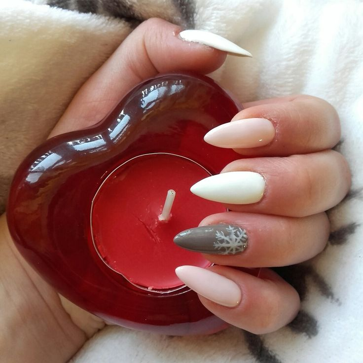 Winter nails with snowflake ❄ #semilac