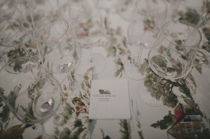 las bodas de araventum - manteleria - mantel - vestido de novia - wedding dress - novia - boda - boda en sevilla - vestido - couple - kiss