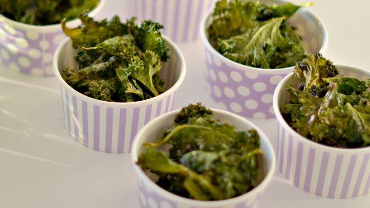 SUNN SOMMERSNACKS: Hva med å servere grønnkålchips til grillmaten i sommer?