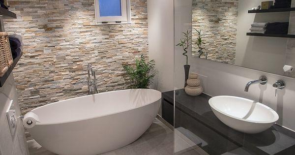 Tegels Badkamer Groningen, waar begin je met je zoektocht? Het uitzoeken van een badkamer begint met een functionele indeling, de juiste kleuren co… | Pinteres…
