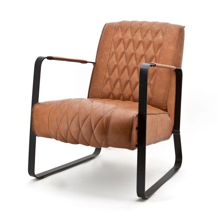 Fauteuil Caro Cognac. Combineer vintage met industrieel met de trendy PU-leder bekleding en zwart metalen frame.