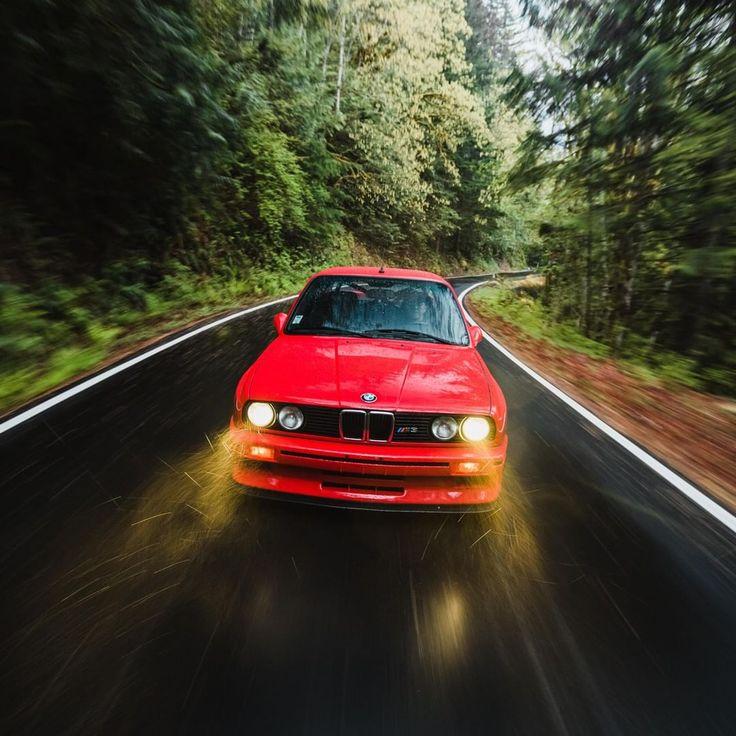 """BMW Classic auf Instagram: """"Wen interessiert ein wenig Regen, wenn Sie Ihren #BMW # M3 (# E30) fahren möchten? (Foto: @pikerphoto / Car: Slow Progress) Petr ..."""
