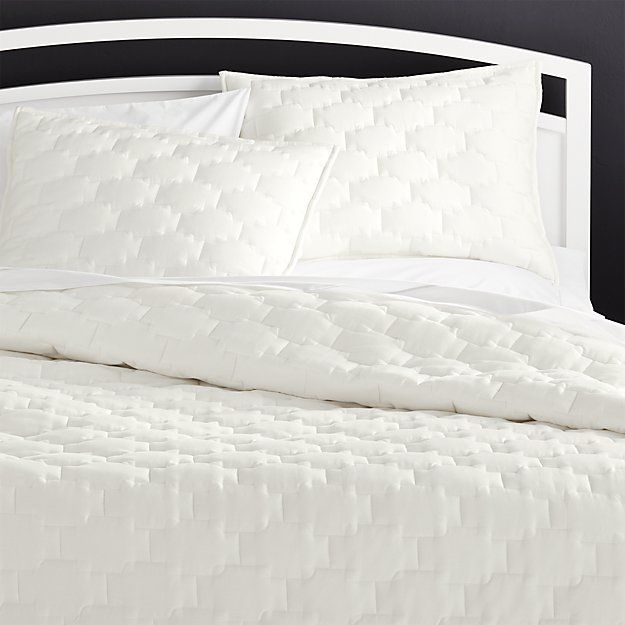Palazzo White Quilts And Pillow Shams Crate And Barrel White Quilt Bedding White Linen Bedding King Quilt
