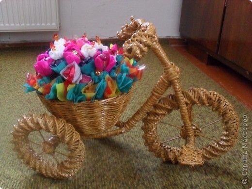 Велосипед газетный.Часть 1.Плетение колес - Плетение из газетных трубочек - Поделки из бумаги - Каталог статей - Рукодел.TV