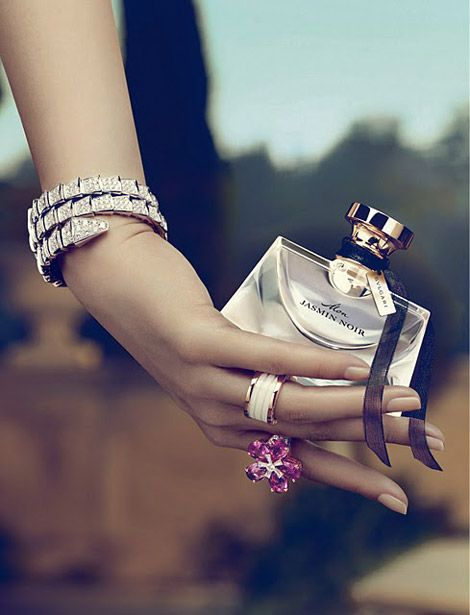 Mon Jasmin Noir by Bvlgari is an Oriental Floral fragrance. The composition opens with green plants juice with gardenia flowers. The heart encompasses Sambac jasmine absolute mixed with sateen almond aromas, while the base introduces dark notes of precious wood, with liquorice absolute and accords of Tonka. - Fragrantica  http://www.fragrantica.com/perfume/Bvlgari/Jasmin-Noir-3750.html