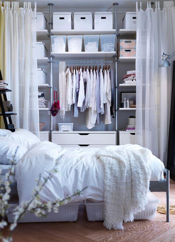 almacenaje abierto con cortinas de ikea para piso de estudiantes