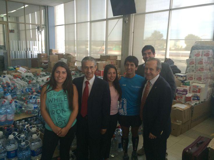 Nuestro rector junto al vicerrector de Concepción y voluntarios del centro de acopio