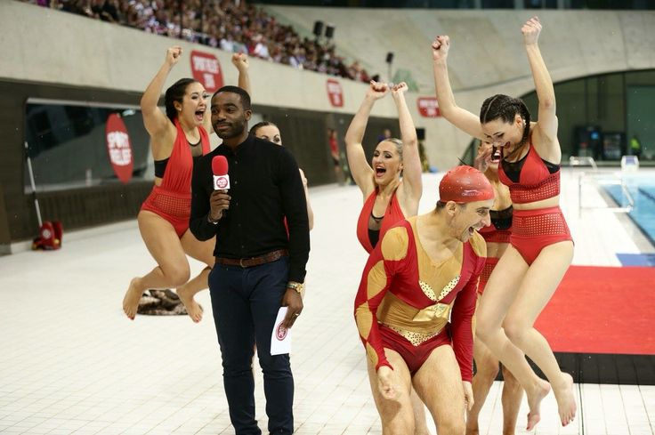 Russell Kane and his team of Aquabatix girls after finding out they won the battle of the noseclips